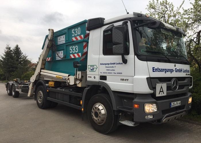 Containerfahrzeuge | Entsorgungs - GmbH Luckau